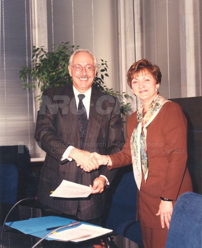 Signing of MOU by Dr. P.O. Perron of the NRC and Deputy Minister Lorette Goulet of the Federal Office of Regional Development, Feb. 15 1994 002