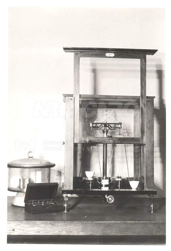 Early Laboratory Apparatus 1938 003