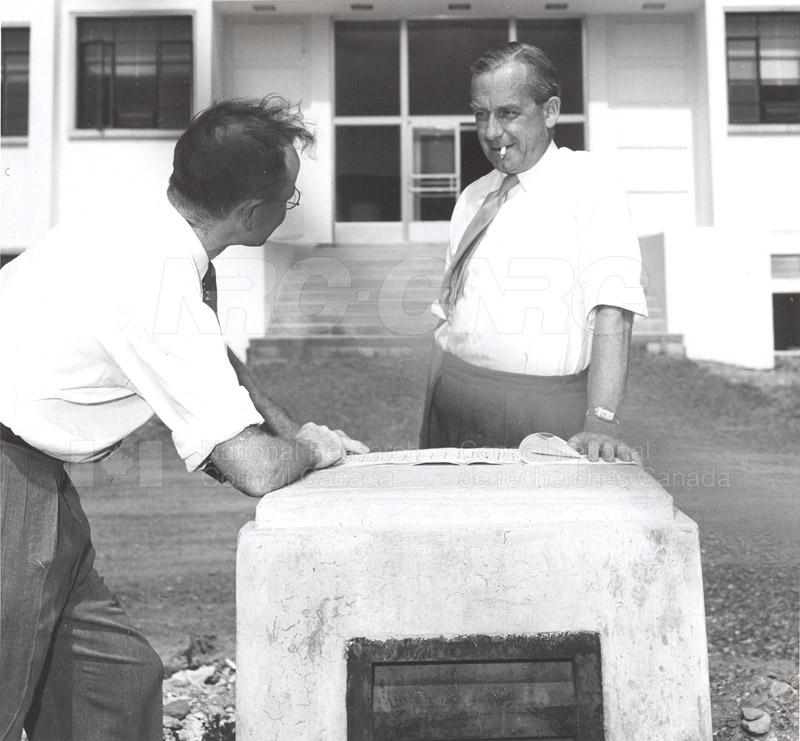Dr. Steacie, Dr. I.E. Puddington Applied Chemistry Building no.32 1952 001