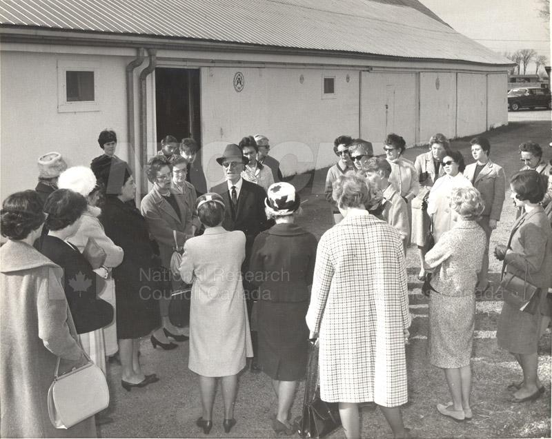 Scientists' Wives' Assn.-NRC Women's Assn. n.d., 1975 001