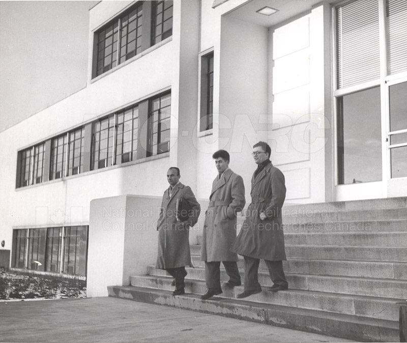 'Research News' Photos 1953 (of Fellows) 004