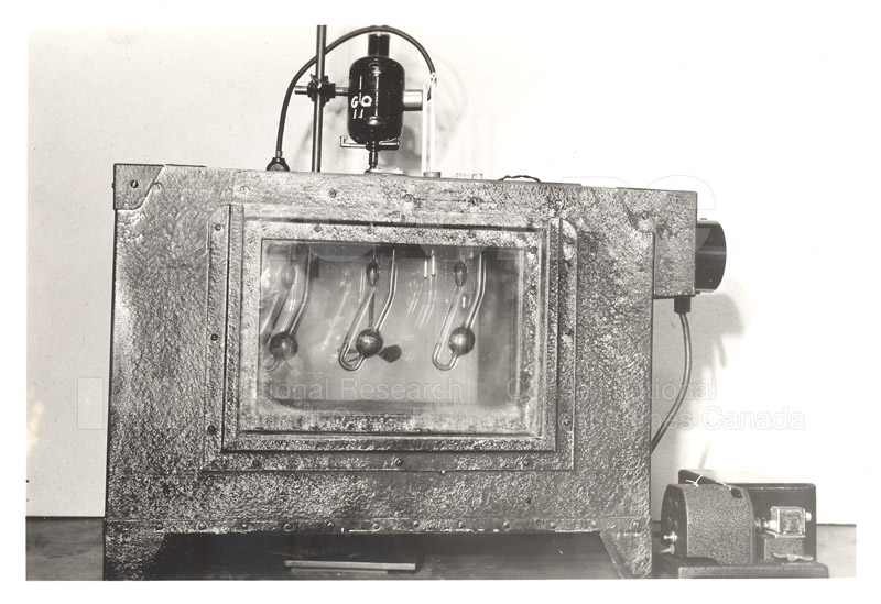 Early Laboratory Apparatus 1938 010