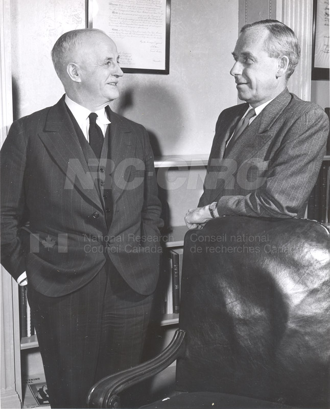 Atomic Energy Canada E.W.R. Steacie w. C.J. MacKenzie 1952 004