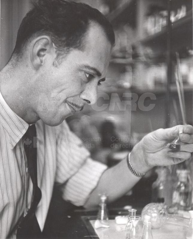 'Research News' Photos 1953 (of Fellows) 009