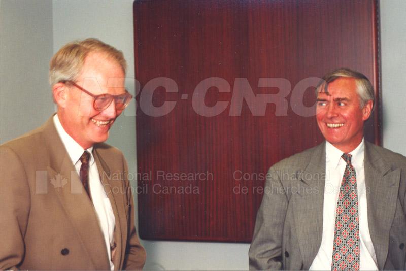 Memorandum of Understanding Signing NRC-CISTI and Agriculture & Agri-Food Canada 29 Aug. 1997 014