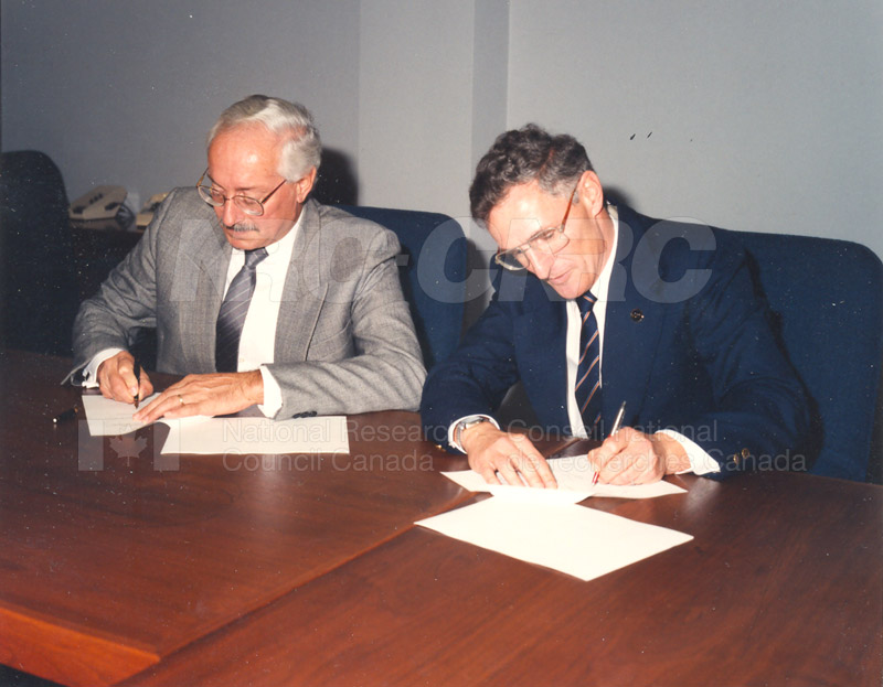 The MOU between the NRC and the Association of Provincial Research Organizations November 23 1992 002