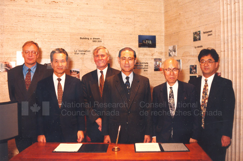 Agreement Signing RIKEN 23 Sept. 1997 017