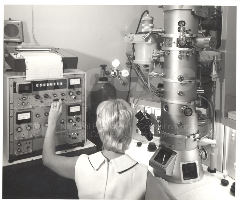Electron Microscope (1st)