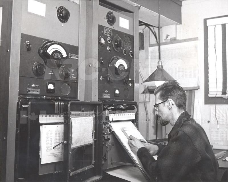 Alert and Resolute Bay Meteorology 1953-1954, 1957 013