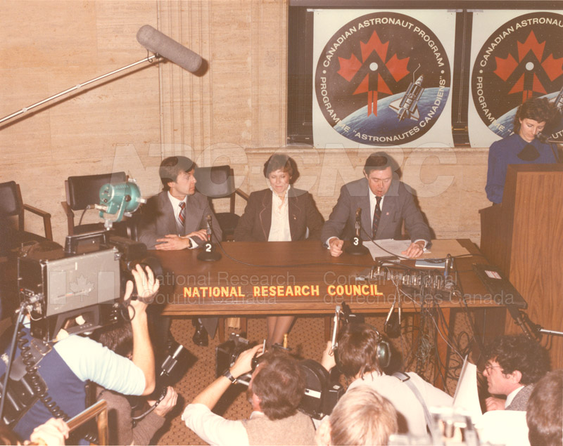 Canadian Astronaut Program- News Conference Dec. 1983 004