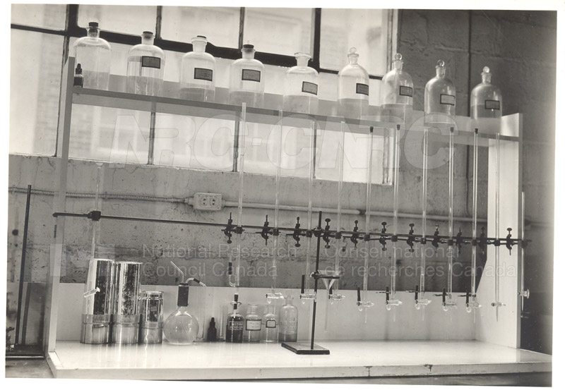 Early Laboratory Apparatus 1938 014