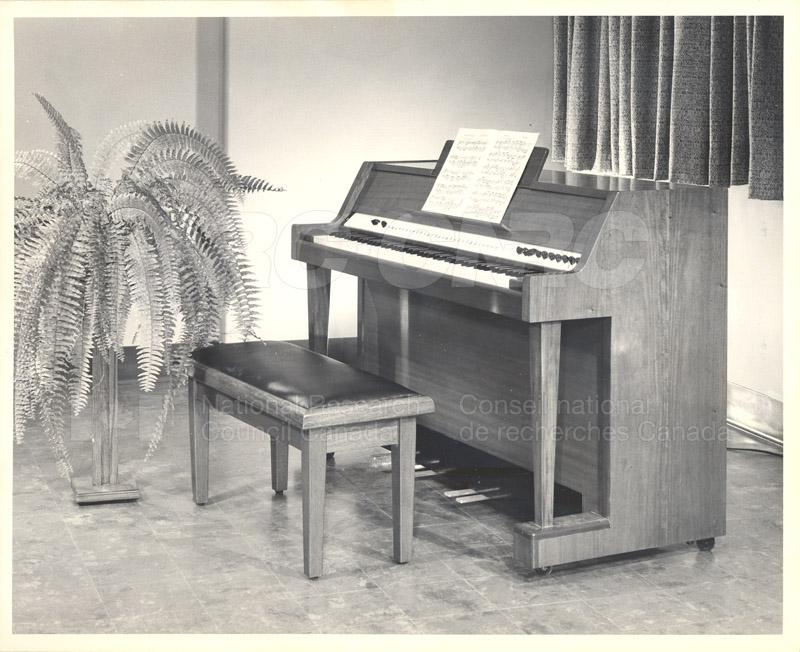 Demonstration Electronic Organ 1956 005