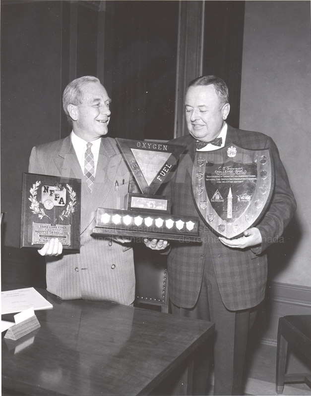 Presentation of Awards for Fire Prevention Contest Winner NRC, Dr. Steacie, J. Elliott 1961, 1962 008