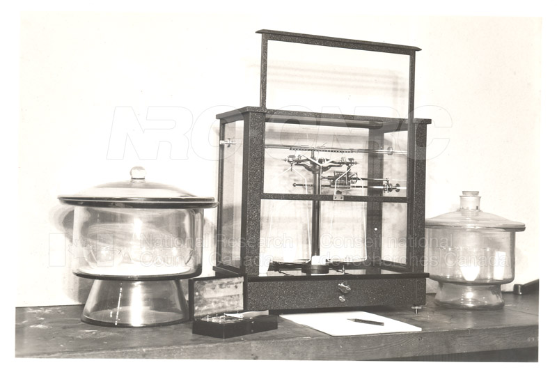 Early Laboratory Apparatus 1938 008