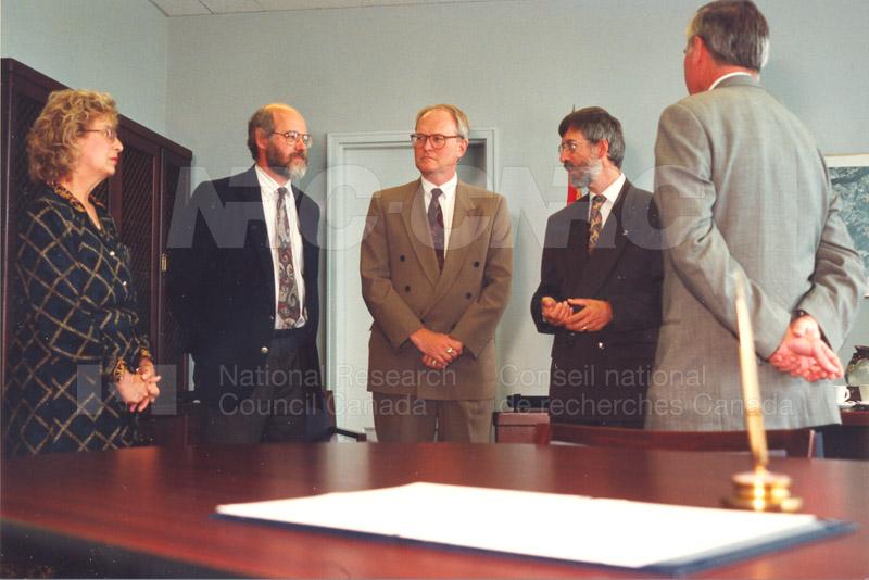 Memorandum of Understanding Signing NRC-CISTI and Agriculture & Agri-Food Canada 29 Aug. 1997 011