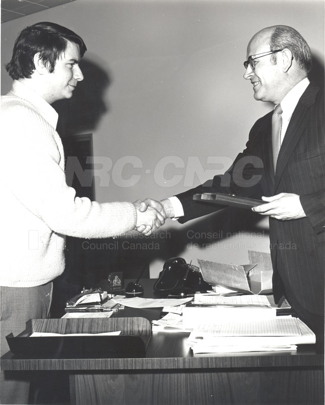 Presentation by Mr. Cumming of Award to Mr. Taylor, R&E.E. Division 1972 002