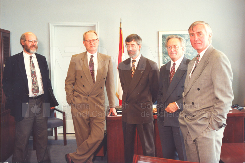 Memorandum of Understanding Signing NRC-CISTI and Agriculture & Agri-Food Canada 29 Aug. 1997 010