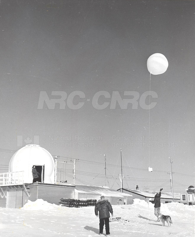 Alert and Resolute Bay Meteorology 1953-1954, 1957 016