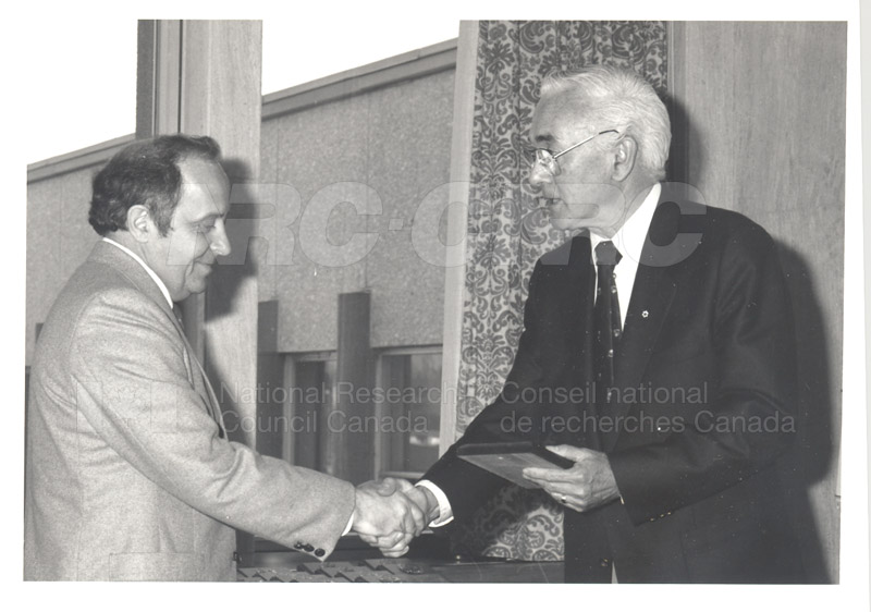 25 Year Service Plaque Presentations May 1985 019