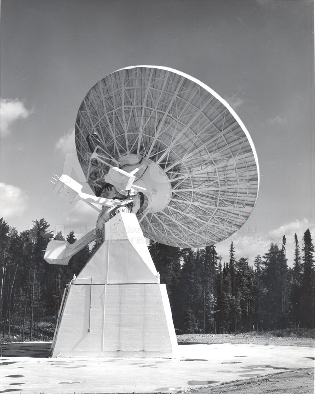 Algonquin Observatory- 33 ft. Radio Telescope and Horn Reflector Gain Standard Oct. 12 1965 001