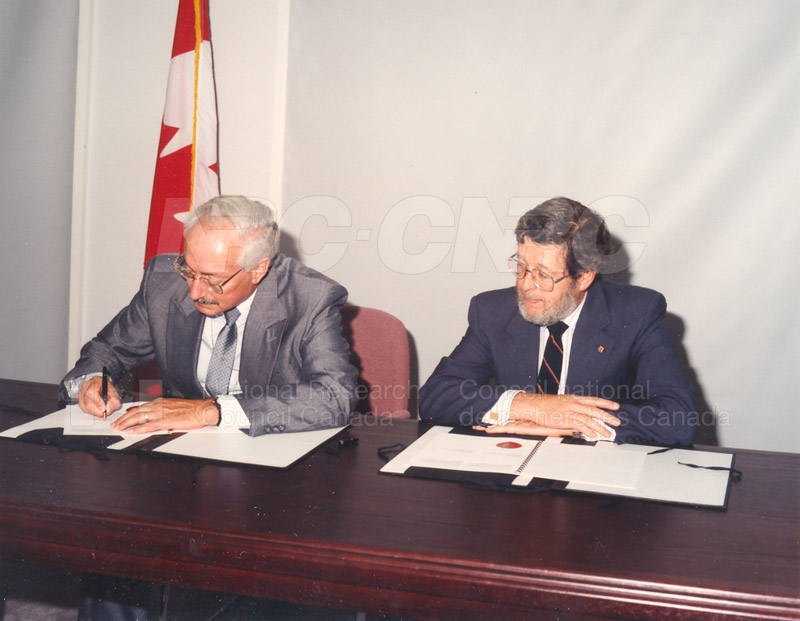 Signing of MOU for Advanced Systems Research Aircraft- 9 July 1992 003