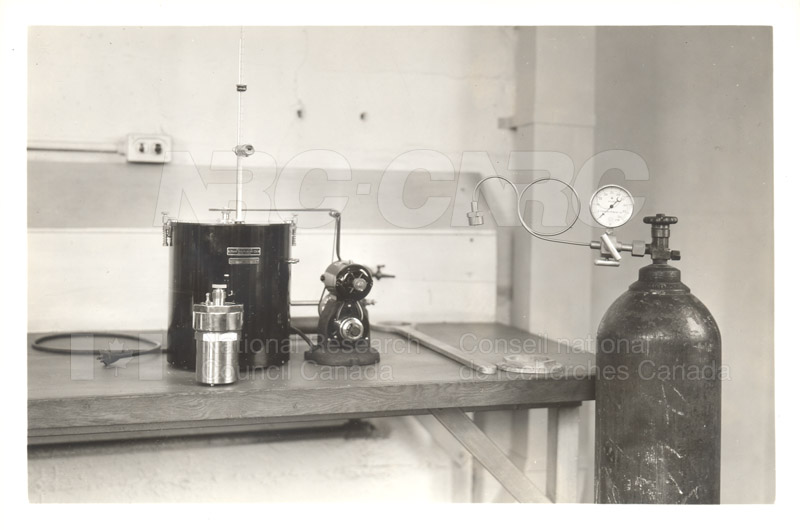 Early Laboratory Apparatus 1938 012
