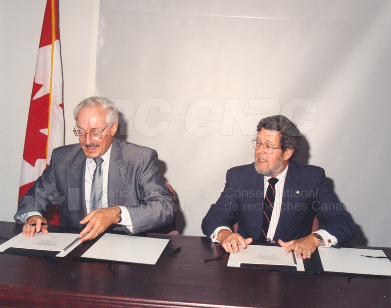Signing of MOU for Advanced Systems Research Aircraft- 9 July 1992 004