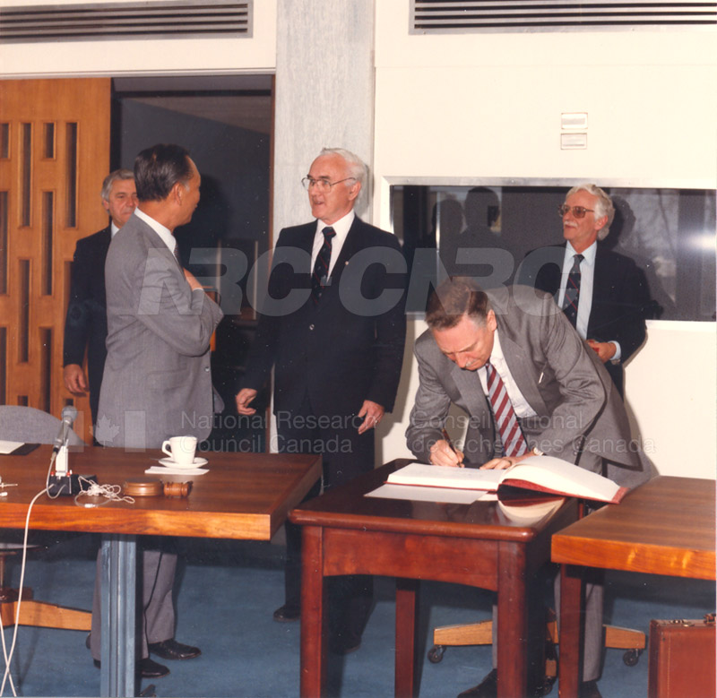 State Science and Technology Commission from China 25 April, 1985 006