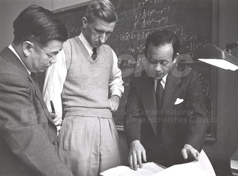 'Research News' Photos 1953 (of Fellows) 005
