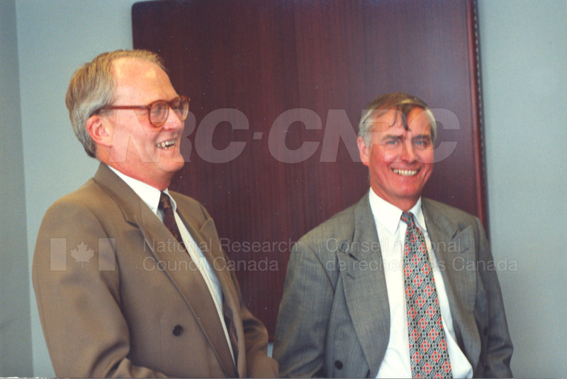 Memorandum of Understanding Signing NRC-CISTI and Agriculture & Agri-Food Canada 29 Aug. 1997 013