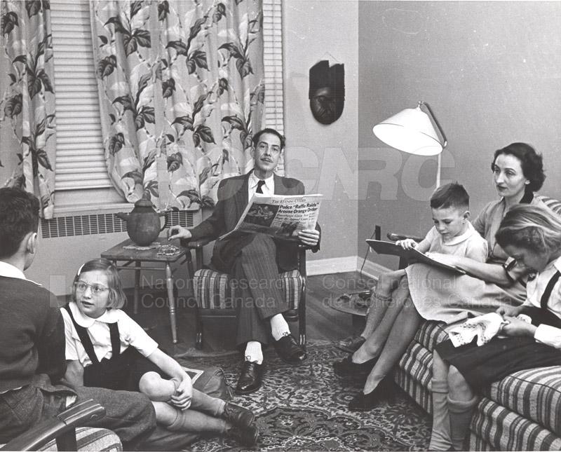'Research News' Photos 1953 (of Fellows) 007