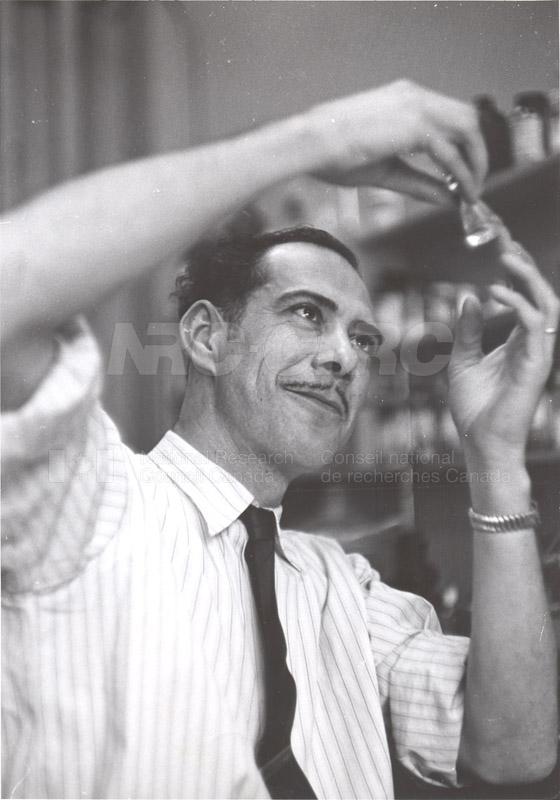 'Research News' Photos 1953 (of Fellows) 008