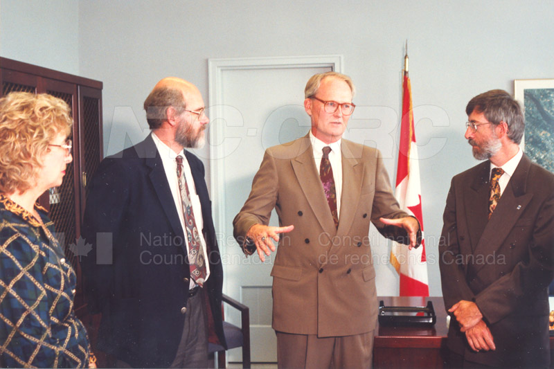 Memorandum of Understanding Signing NRC-CISTI and Agriculture & Agri-Food Canada 29 Aug. 1997 007