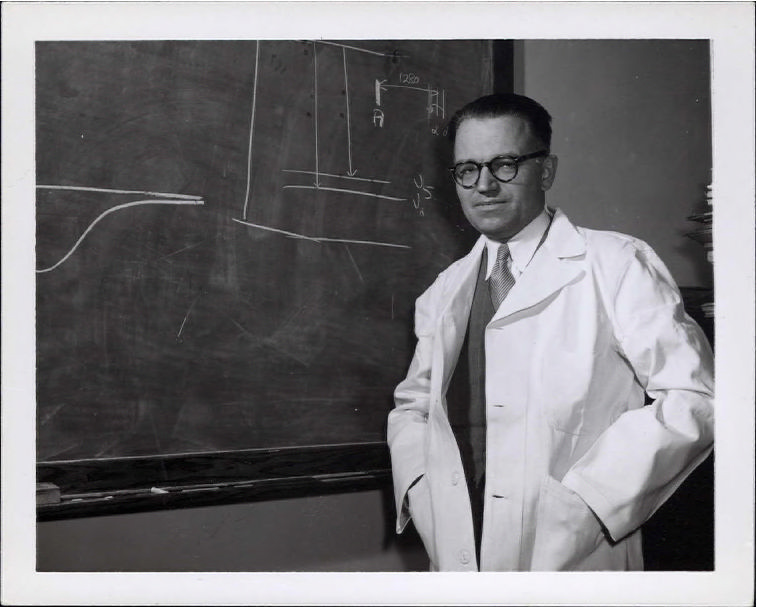 Tab 1: Gerhard Herzberg in lab coat at blackboard, photo 2