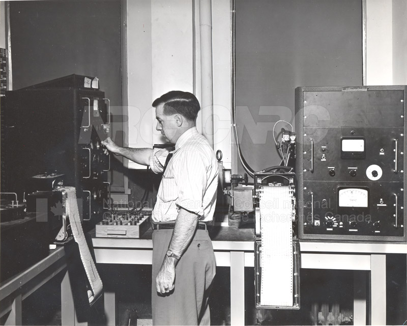 Chalk River Laboratories- Electronic Equipment for Measuring the Rate of Disintegration of Radioactive Atoms c.1947