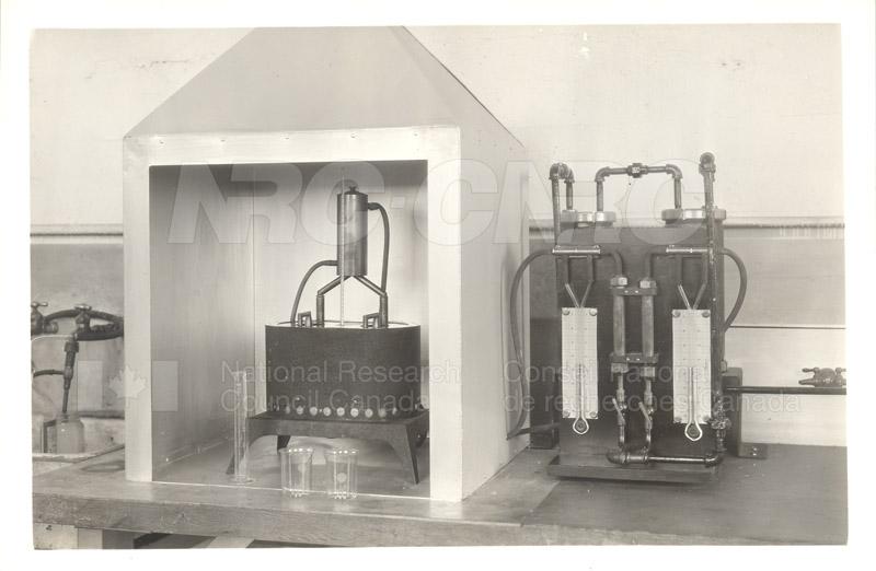 Early Laboratory Apparatus 1938 002