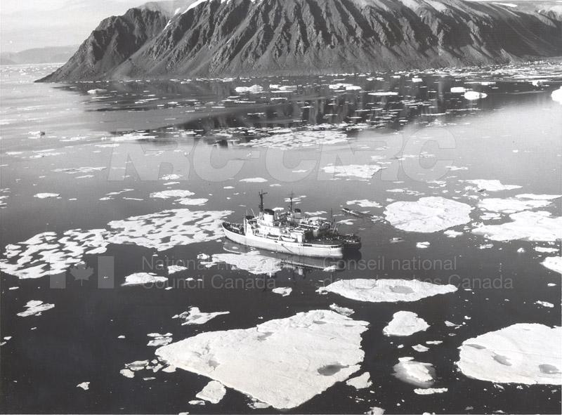 Alert and Resolute Bay Meteorology 1953-1954, 1957 012