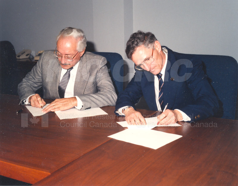 The MOU between the NRC and the Association of Provincial Research Organizations November 23 1992 001