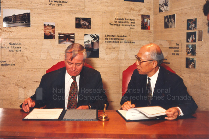 Agreement Signing RIKEN 23 Sept. 1997 010