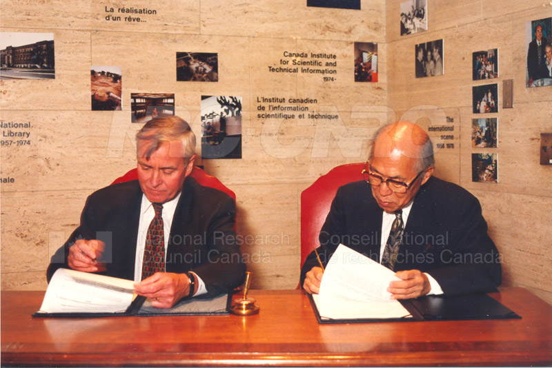 Agreement Signing RIKEN 23 Sept. 1997 008