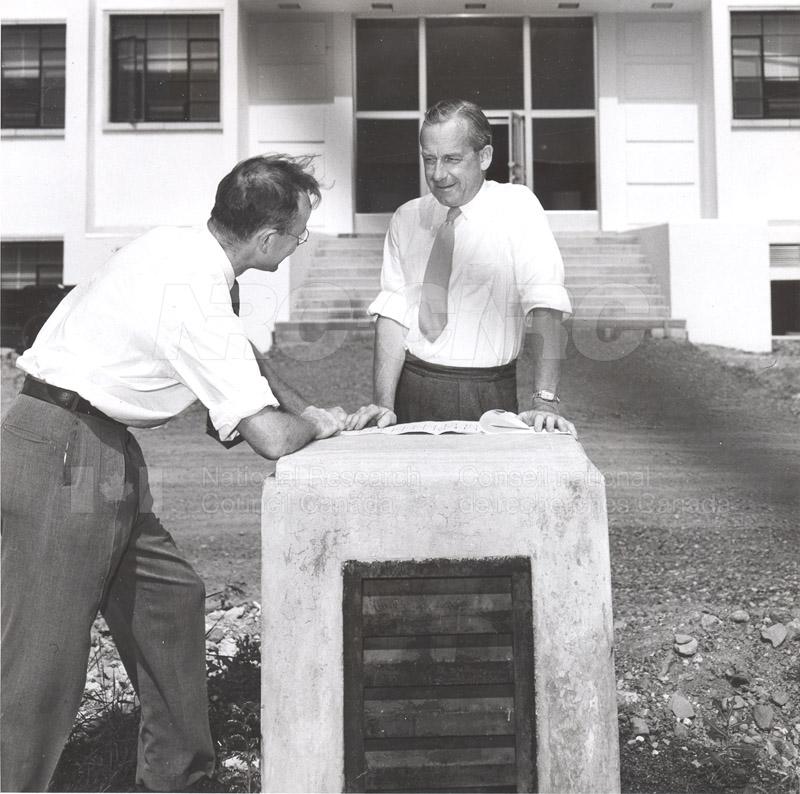 Dr. Steacie, Dr. I.E. Puddington Applied Chemistry Building no.32 1952 002