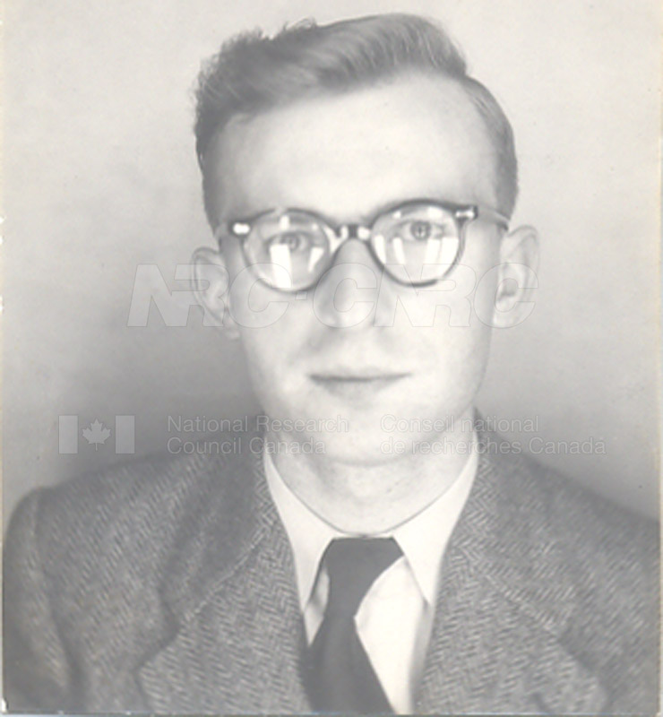 'Research News' Photos 1953 (of Fellows) 001