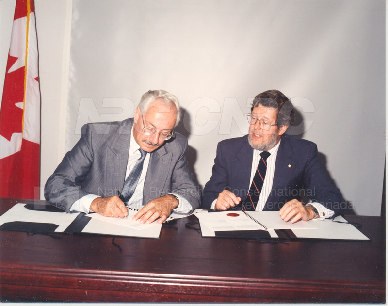 Signing of MOU for Advanced Systems Research Aircraft- 9 July 1992 005