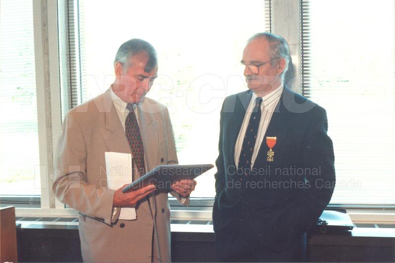 Memorandum of Understanding Signing NRC-CISTI and Agriculture & Agri-Food Canada 29 Aug. 1997 017